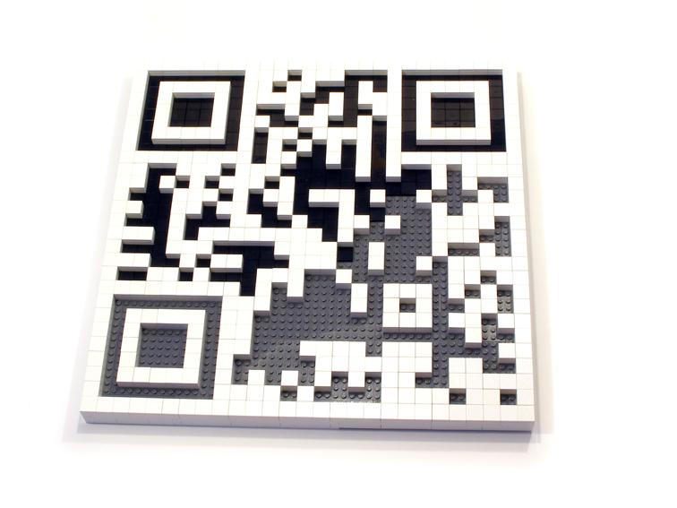 QR Code feito com peças Lego